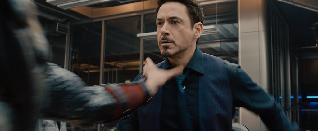 avengers-2-age-of-utlron-screenshot-tony-stark-choked